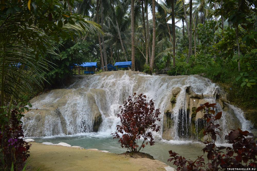 Водопад, к которому ехал - их несколько на разной высоте, но все скучные.