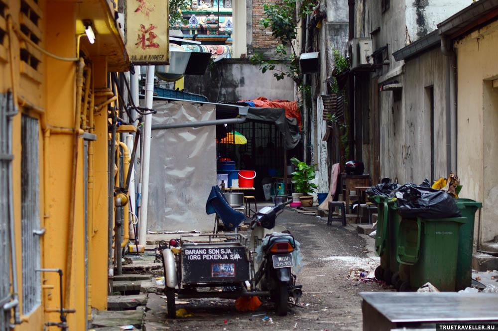 Подворотни в Куала-Лумпуре совсем не такие темные и страшные как в большинстве азиатских городов.