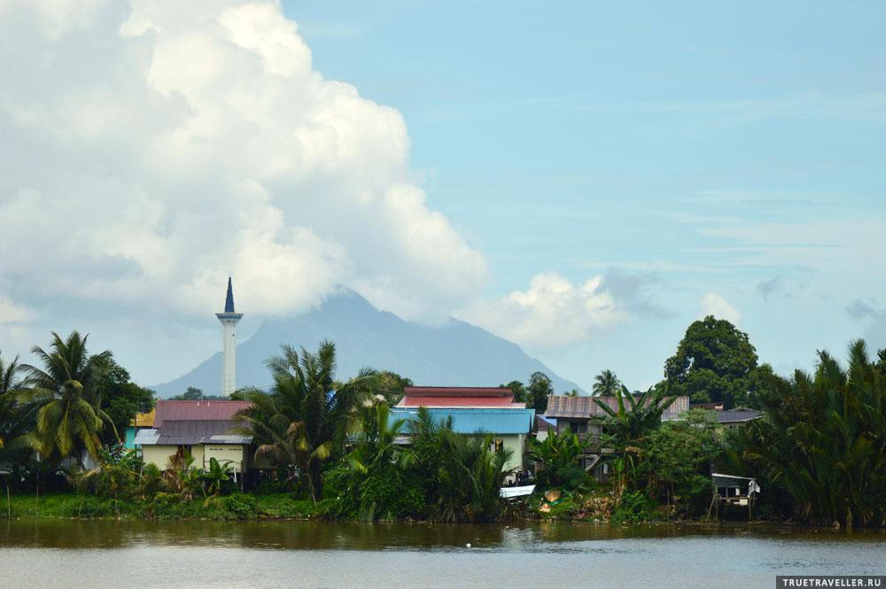 Кучинг, набережная реки Саравак.